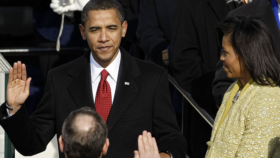 Barack Obama jura como presidente.