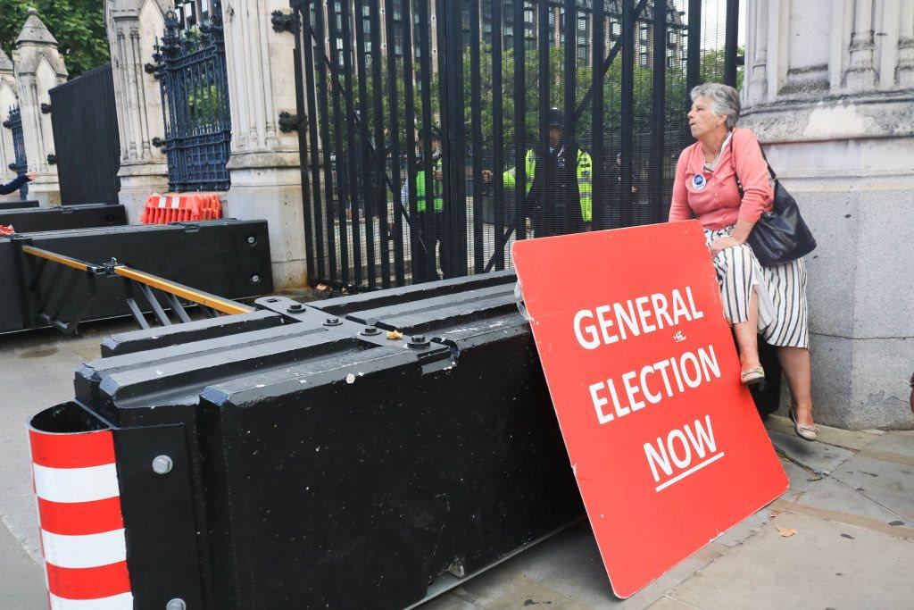 أنصار جونسون يدعون إلى انتخابات عامة مبكرة