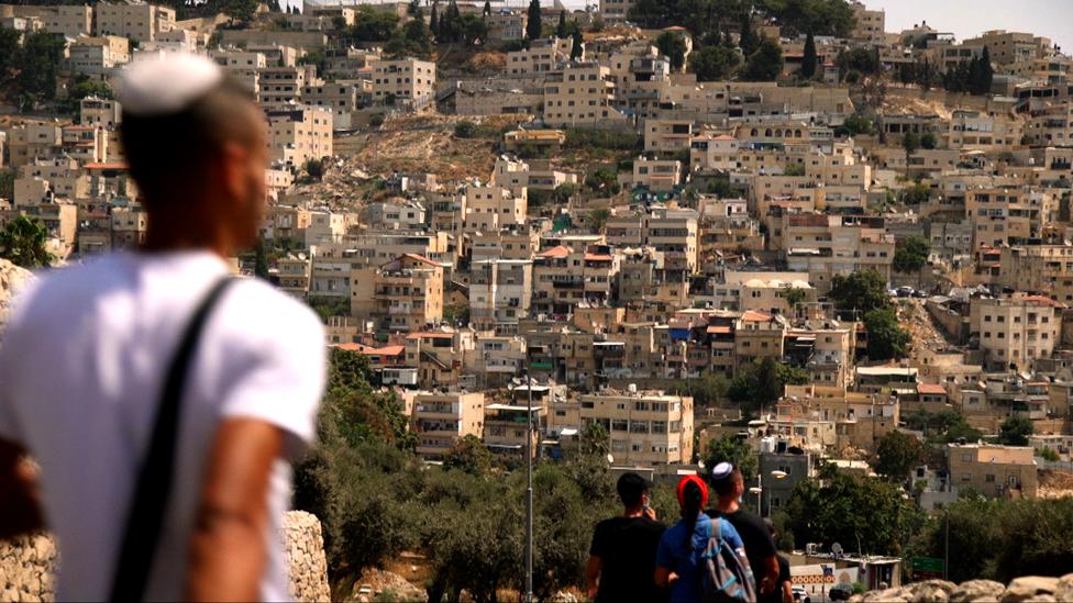 أسم إلعاد مرتبط بعمليات طرد العديد من الأسر الفلسطينية من سلوان في القدس الشرقية المحتلة