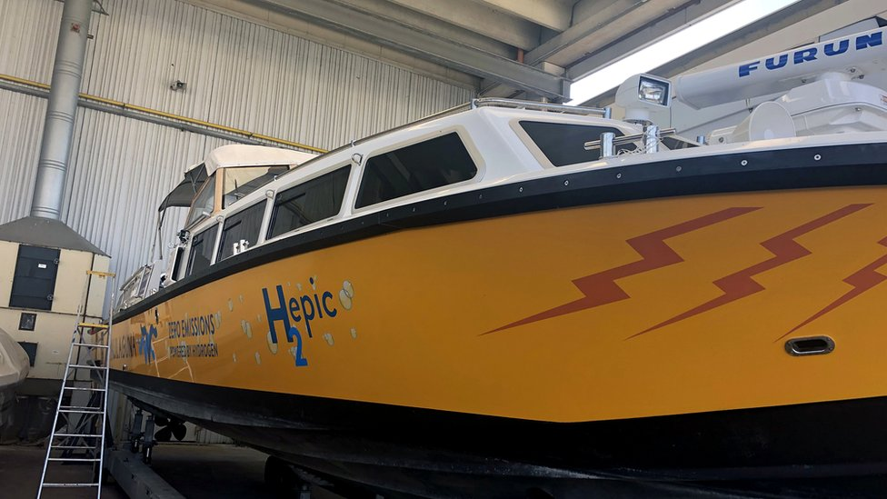 Hydrogen-powered prototype boat