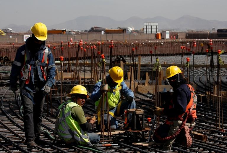 El gobierno defiende que el aeropuerto está siendo construido en el mejor lugar según expertos.
