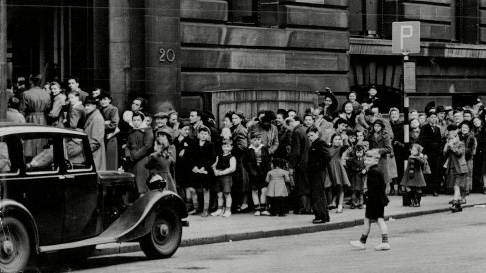 How mass vaccinations halted a killer virus in 1950s Glasgow thumbnail
