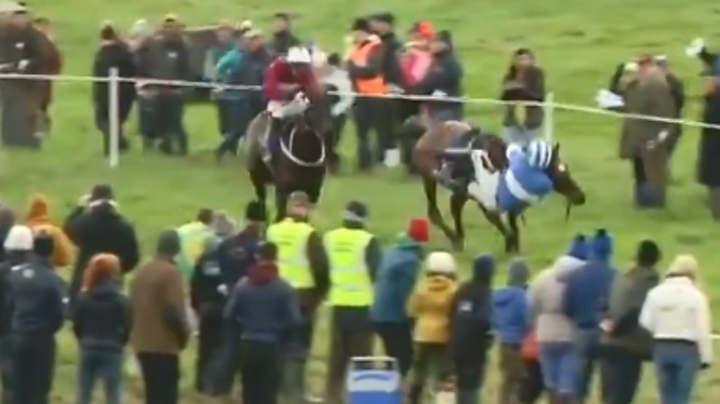 Watch 'incredible recovery' as jockey Mikey Sweeney almost falls off and still wins