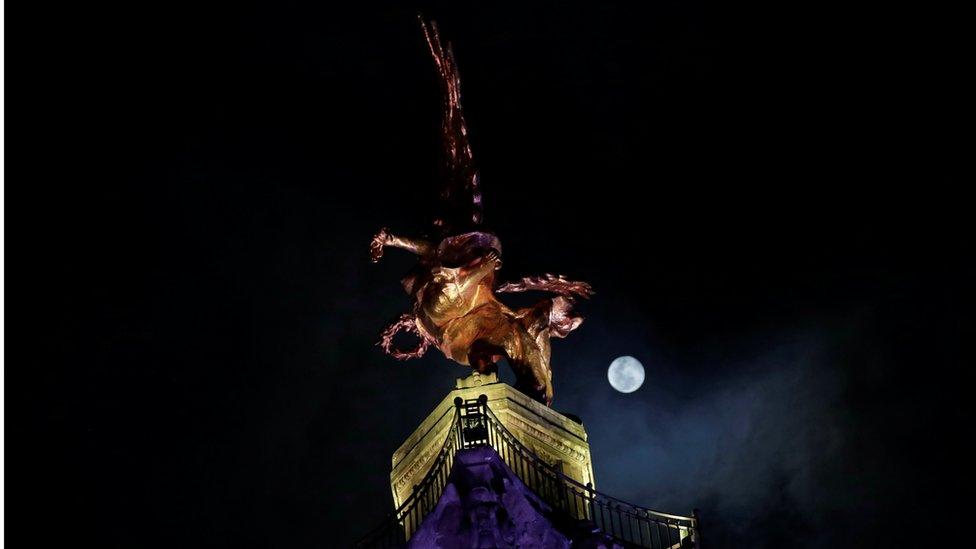 super Mesec u Meksiko sitiju