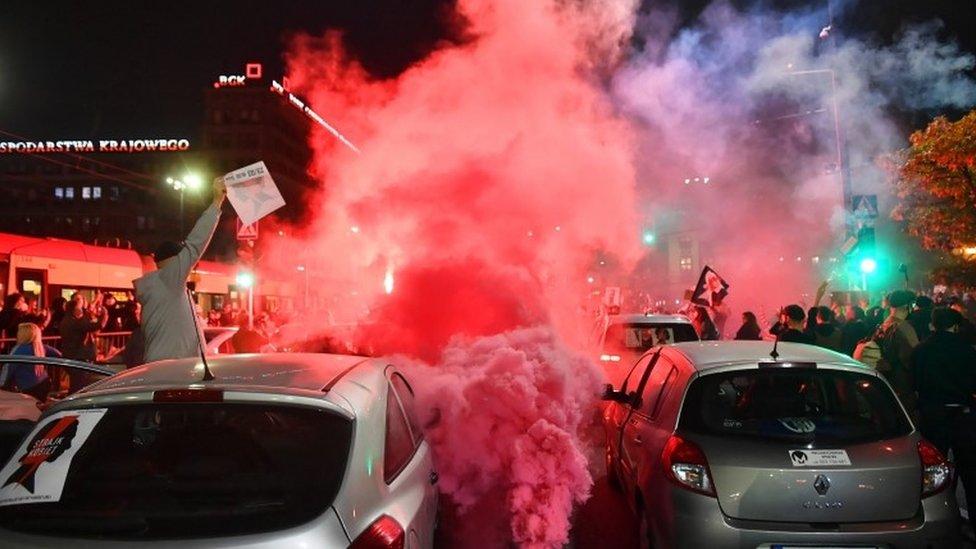 Польша охвачена протестами против закона о запрете абортов