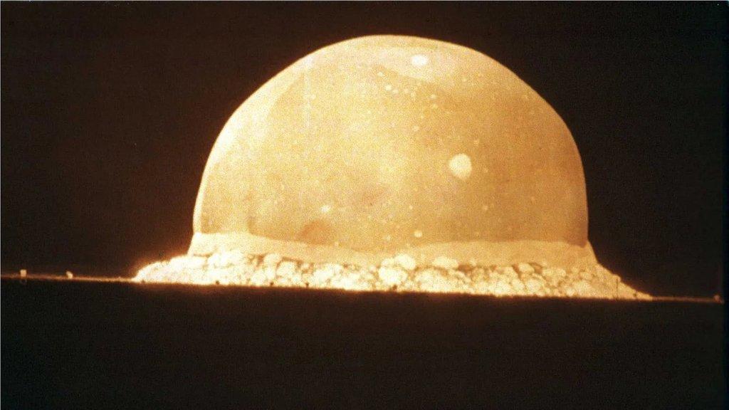 第一次核武器試驗標誌著一個險峻時代的開始。