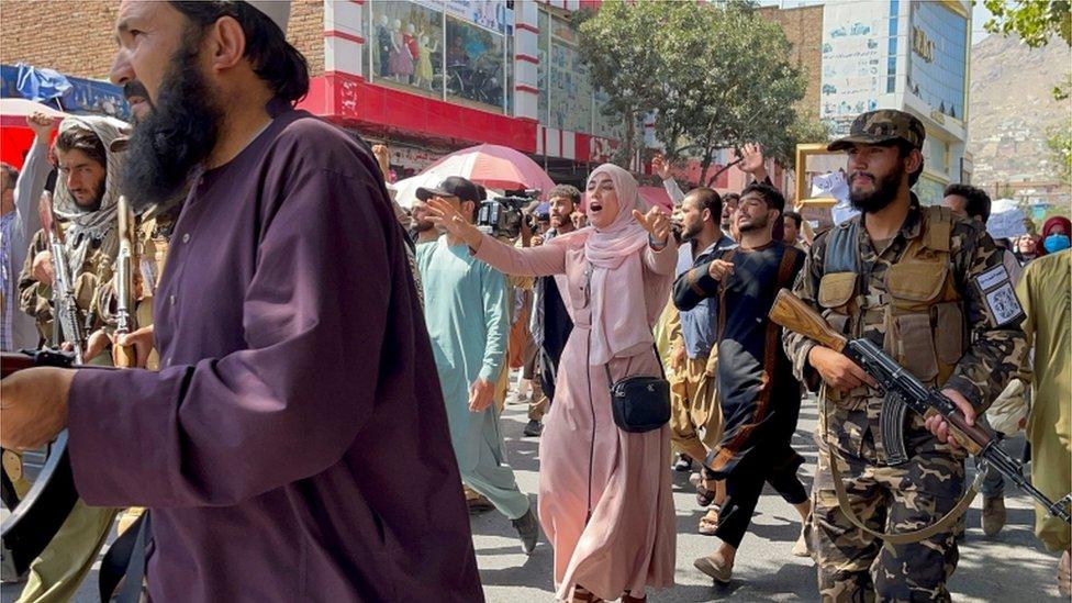Protesta de mujeres en Kabul.
