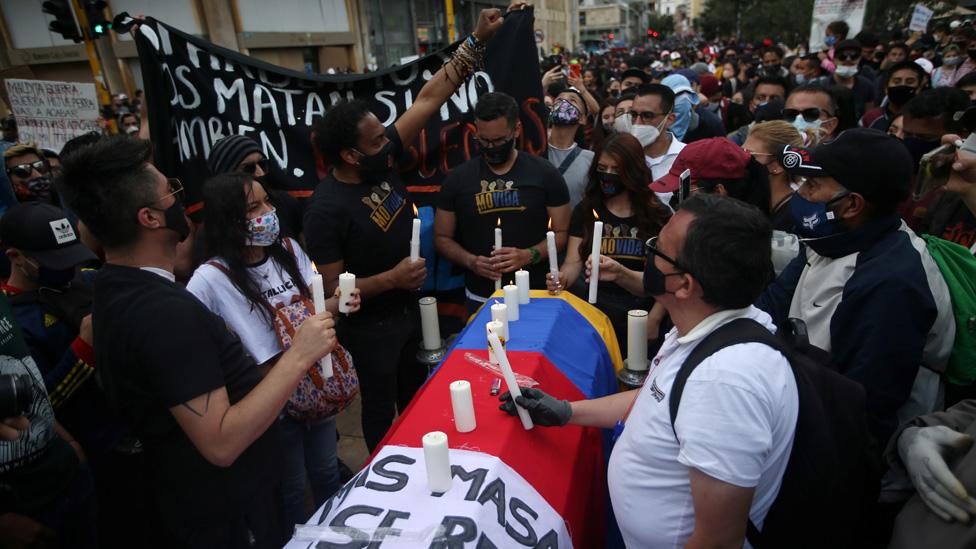 Funeral victimas en Bogota