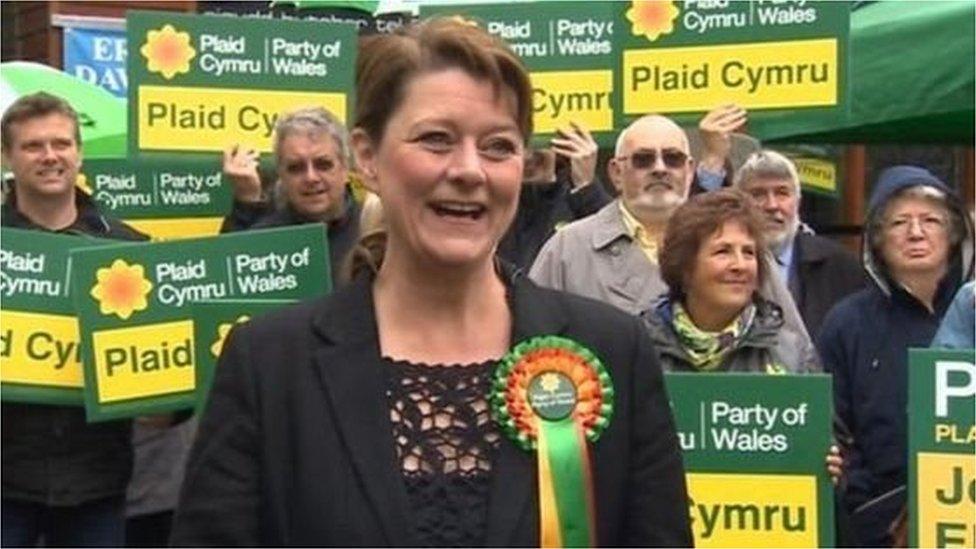 Buddugoliaeth fawr i Blaid Cymru a Leanne Wood yn y Rhondda ond cadwodd Llafur eu gafael ar seddau allweddol eraill fel Gogledd Caerdydd a Llanelli