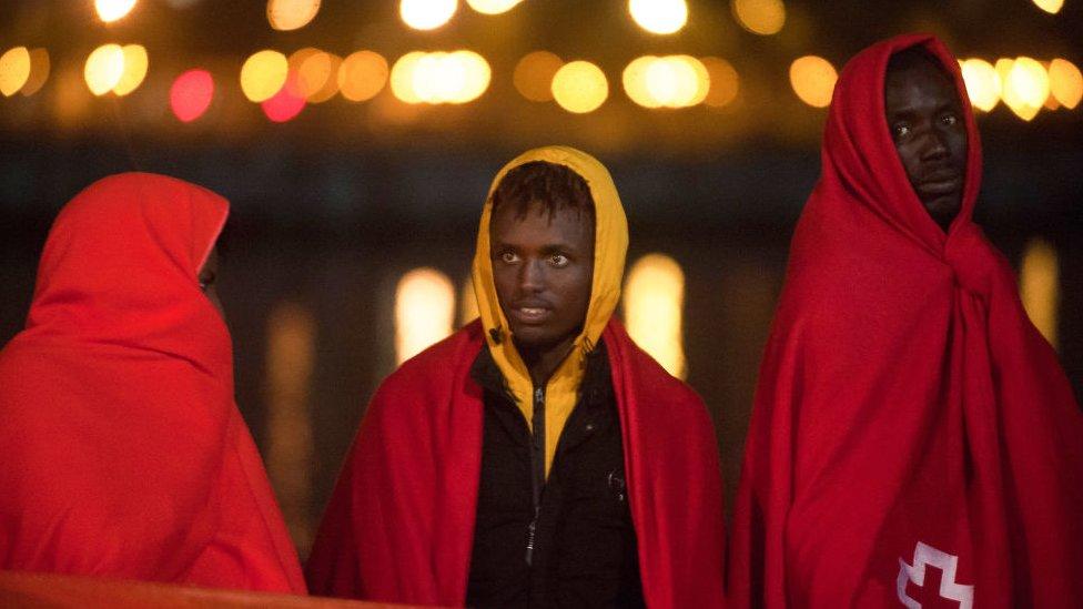 Migrantes rescatados en el puerto de Málaga, España, en noviembre de 2020.