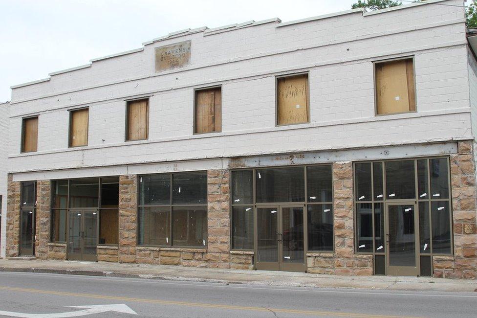 Line of empty stores in Jamestown