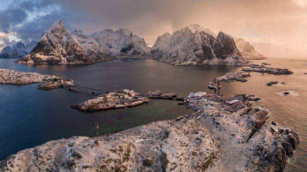 Dünyanın en soğuk ülkelerinden biri olan Norveç, aynı zamanda kilometrekareye 16 insan ile nüfus yoğunluğunun en az olduğu ülkelerden. Norveç nüfusunun yüzde 14'ünü göçmenler oluşturuyor