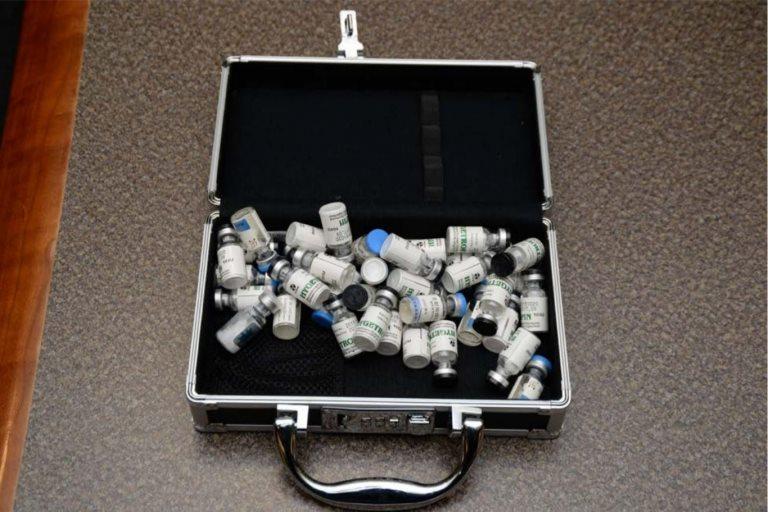 Ampolletas encontradas en un maletín