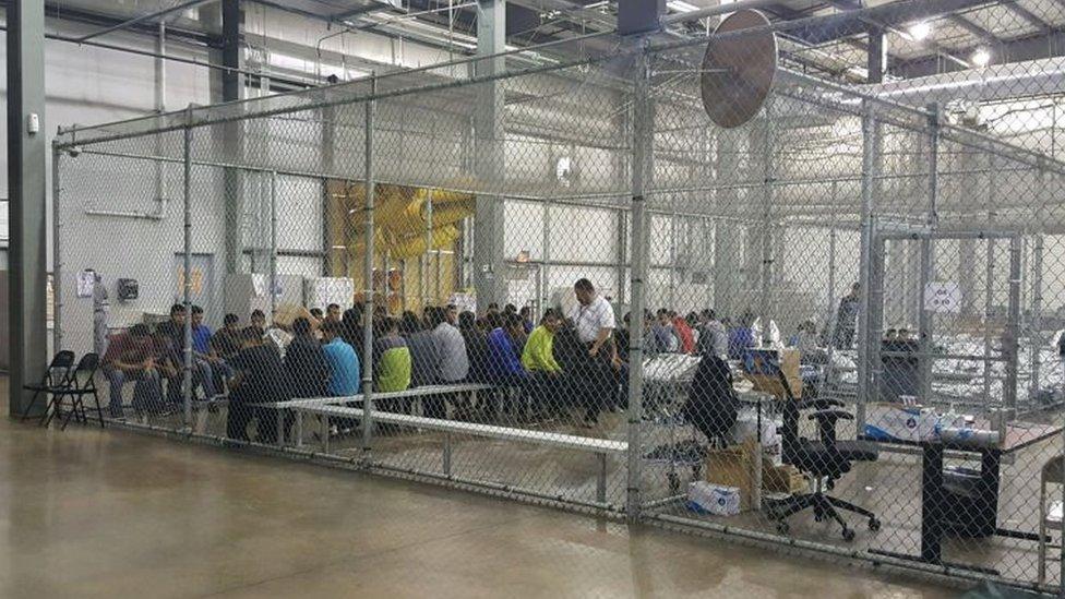 Adolescentes indocumentados en un centro de detención en Texas.