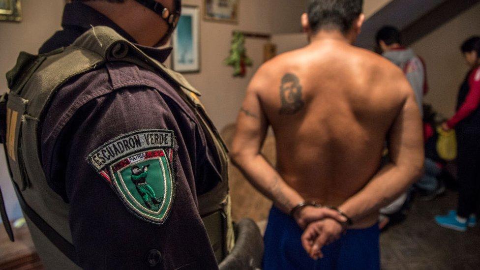 Policía peruano captura a un sospechoso