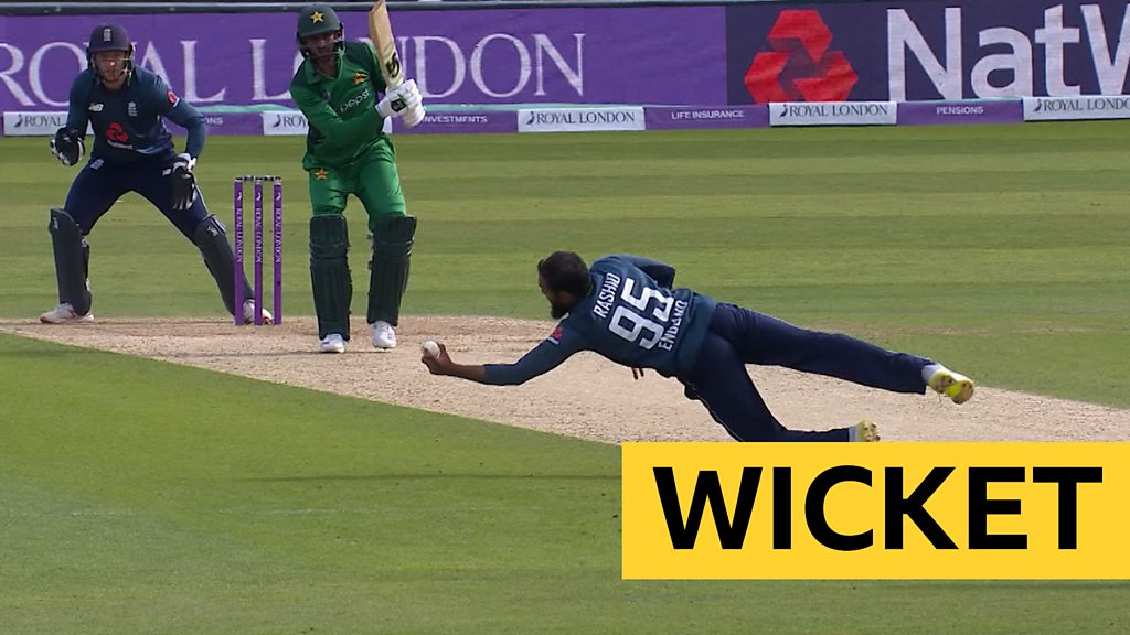 England v Pakistan: Adil Rashid dismisses Shoaib Malik with brilliant caught & bowled