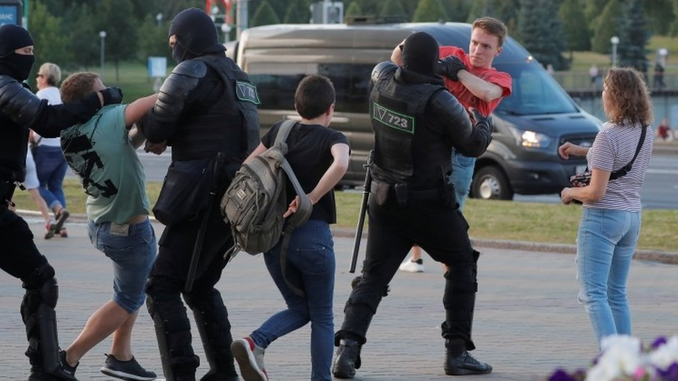 Riot police detain protesters in Minsk, Belarus. Photo: 10 August 2020