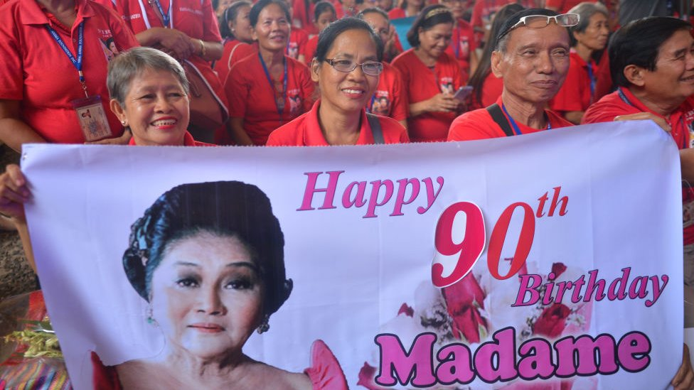 Stotine je slavilo rođendan bivše prve dame Filipina