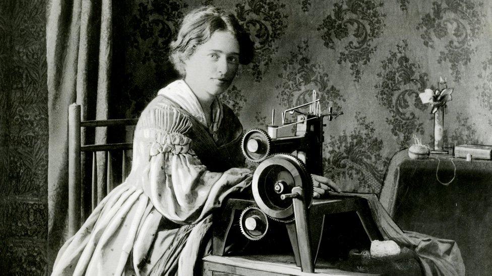 Anuncio para la patente de la máquina de coser Singer, en 1899.