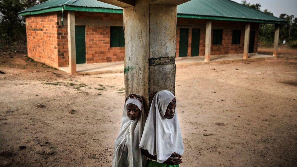 Dos niñas del pueblo nómada Fulani