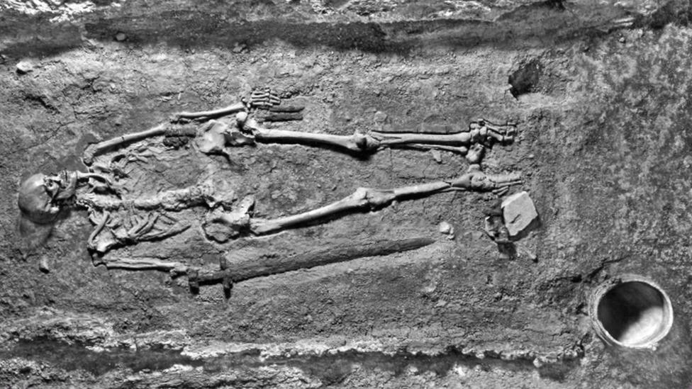 slika iz 1928. kada je otkriven skelet