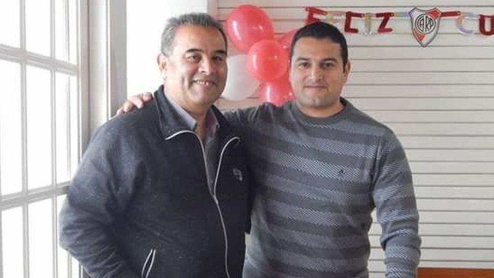 Jorge Villarreal con su hijo Fernando, uno de los tripulantes del ARA San Juan.