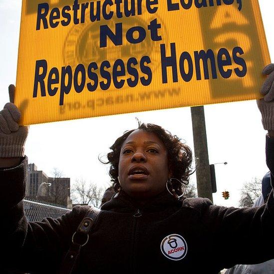 Manifestante contra desalojos en Nassau County, 2009.