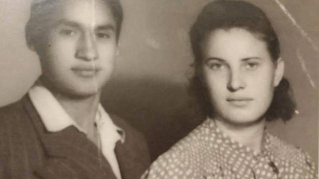 Frania Pater junto a su esposo