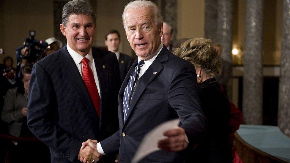 Joe Manchin y Joe Biden.