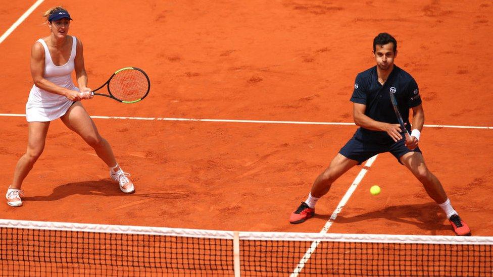 Partido mixto de dobles de tenis