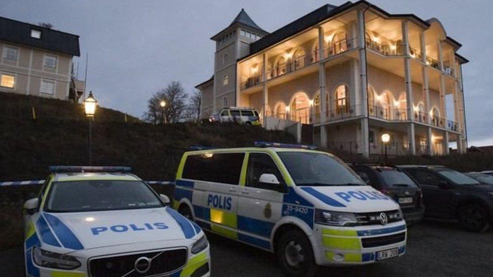 स्वीडन में स्टॉकहोम की इसी इमारत में बातचीत हो रही है.