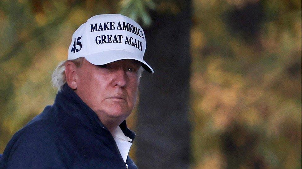 Trump regresa a la Casa Blanca después de jugar al golf
