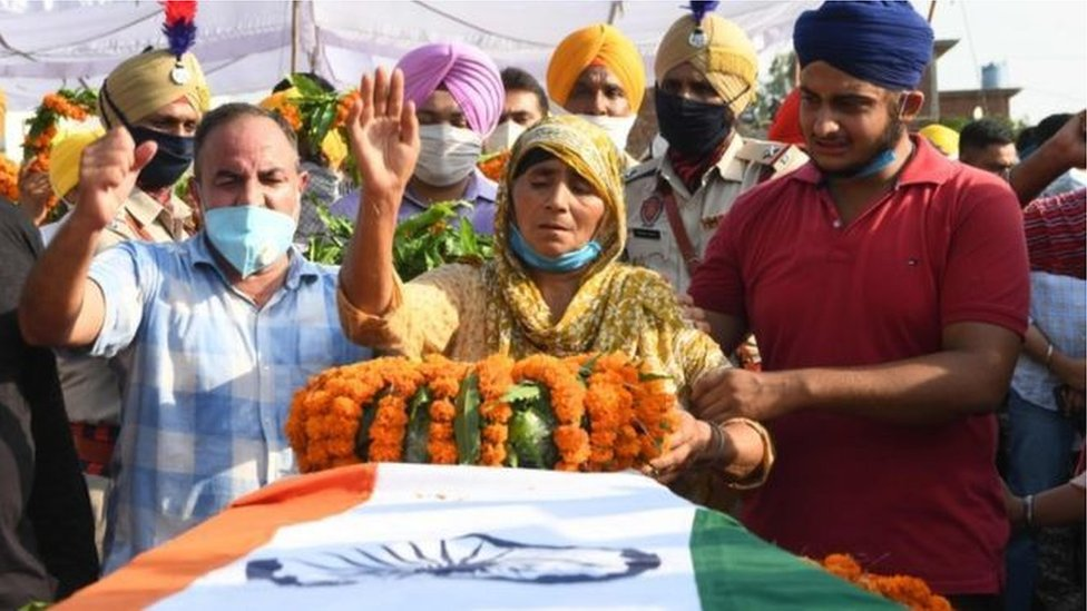 印度為在中印邊境衝突中喪生的士兵舉行葬禮。