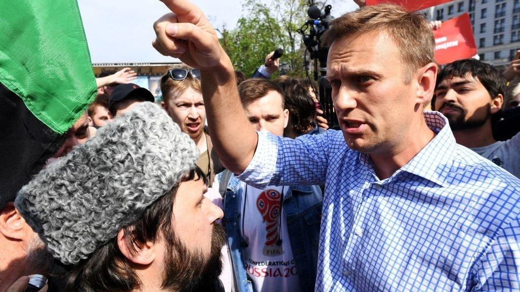 Журналисты, массовка и охранители. Кто будет встречать Навального во Внуково