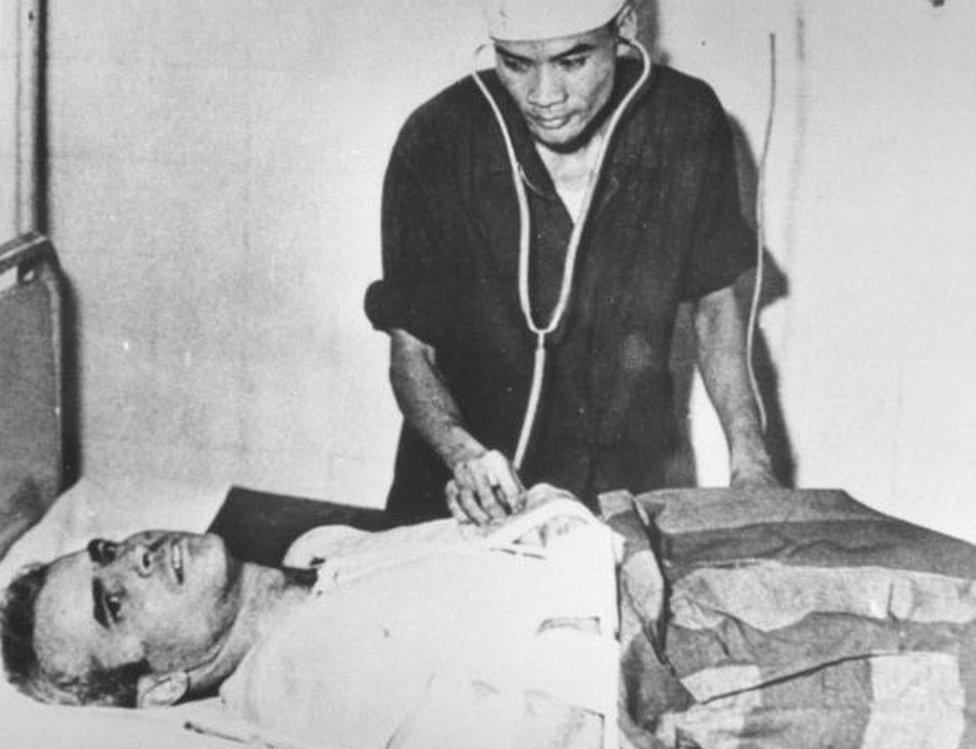 John McCain en Vietnam, como prisionero de guerra
