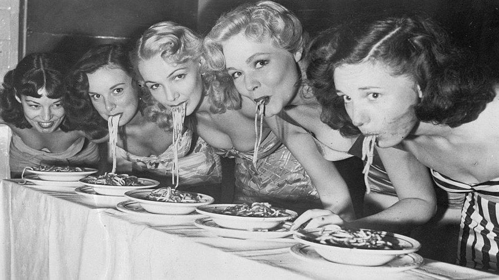 Mukbeng je sada popularan i u Americi koja ima tradiciju organizovanja takmičenja u jelu