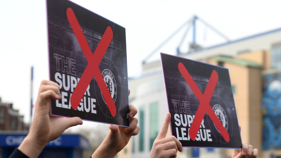 Chelsea fans protest against the European Super League