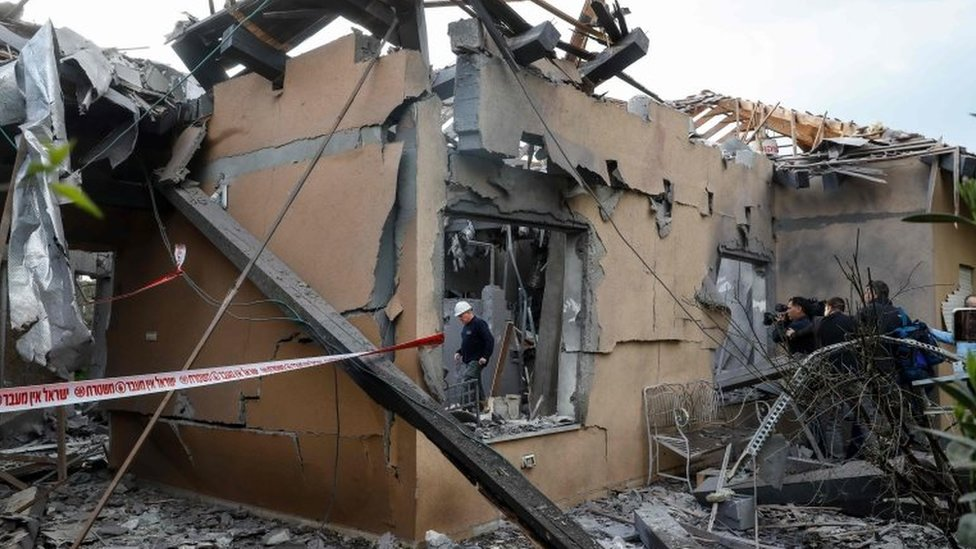 Seven injured as Gaza rocket hits home in central Israel