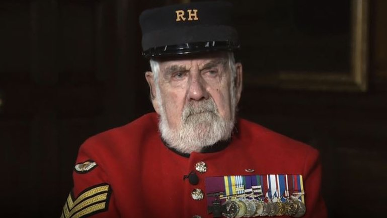 First soldier to receive VC from Queen Elizabeth II dies