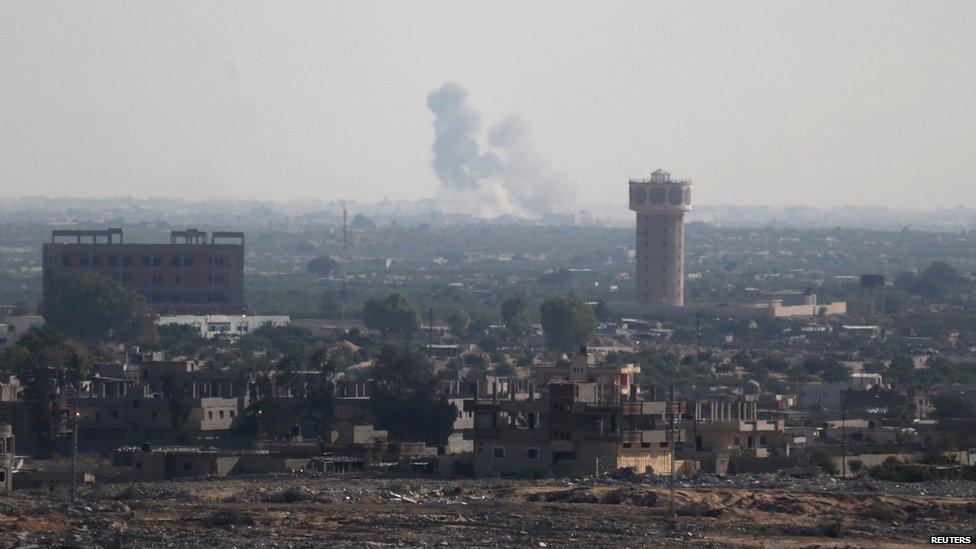 Smoke rises from northern Sinai, seen from southern Gaza Strip (1 July 2015)