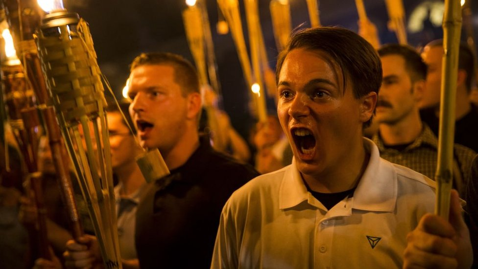 Marcha de activistas de extrema derecha en Charlottesville, Virginia, en agosto de 2014