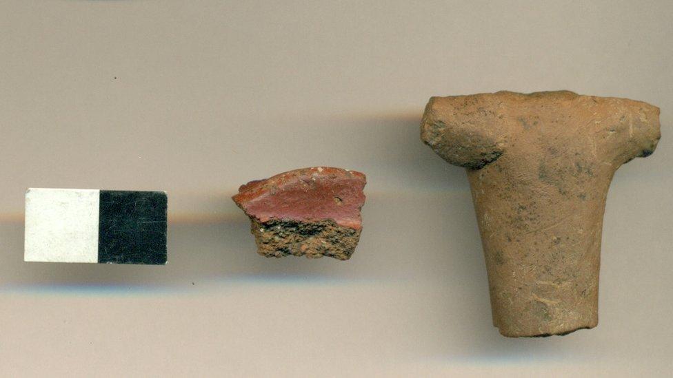 Fragmentos de cerámicos incas encontrados alrededor de la Plaza de Armas de Santiago