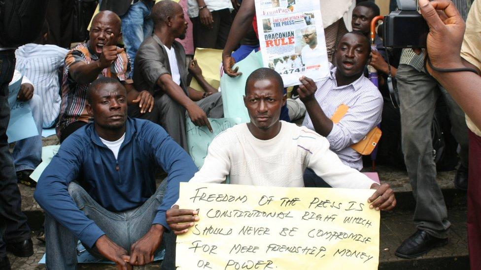 Manifestantes piden la liberación de Rodney Sieh