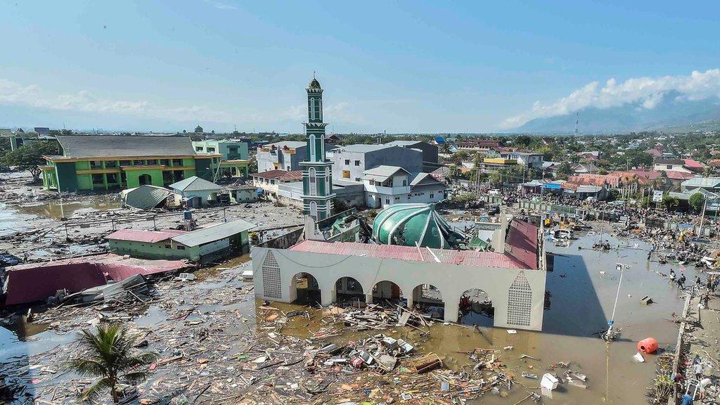 Pogled iz fazduha na uništenu džamiju