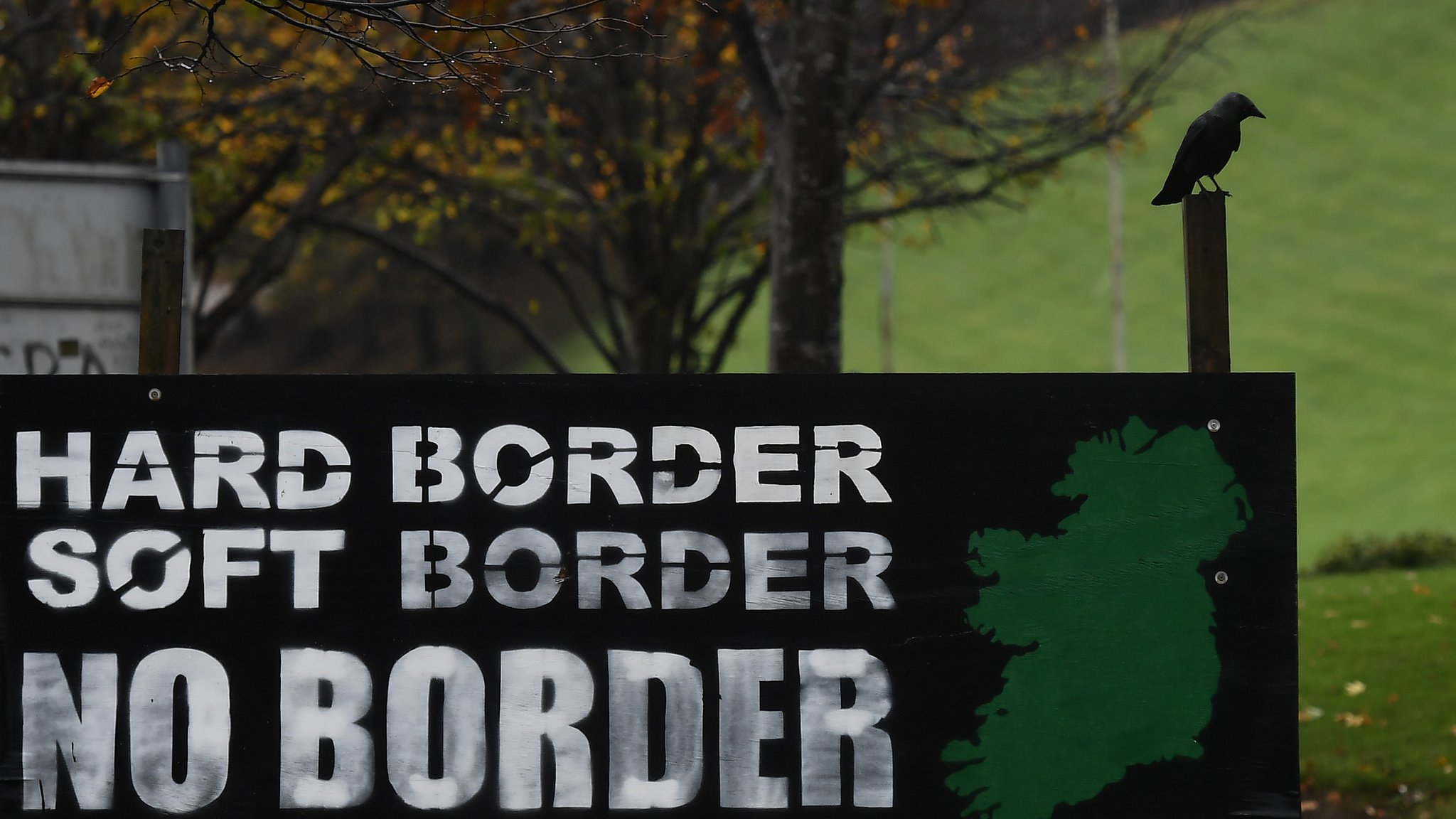 Brexit talks hit 'real problem' over Northern Ireland border