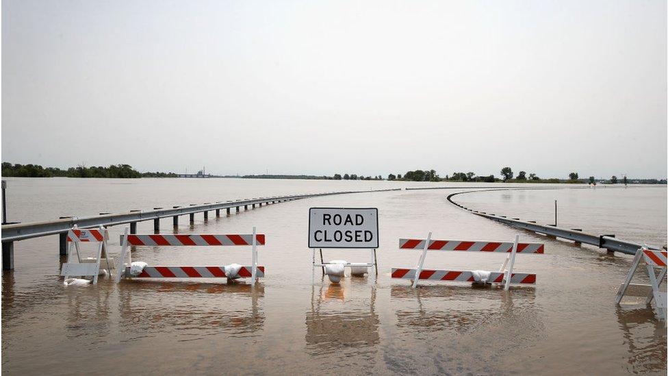 Extensiones de carretera cerradas por las inundaciones