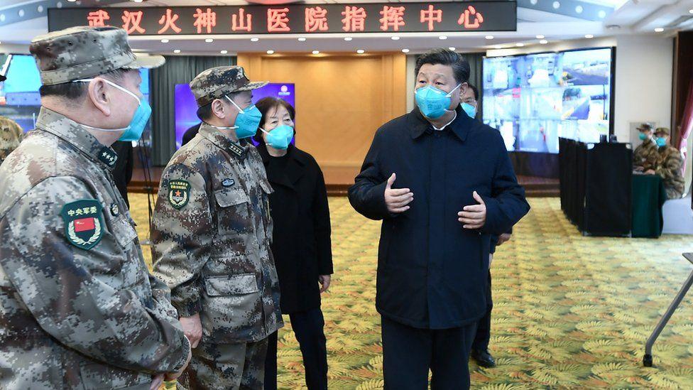 El presidente de China, Xi Jinping, con otros funcionarios