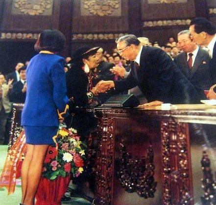 Pastorita Huaracina con Kim Il-sung