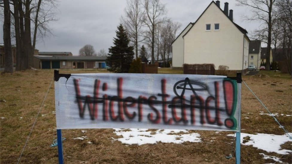 Anti-migrant banner in German town of Clausnitz, 20 February 2016