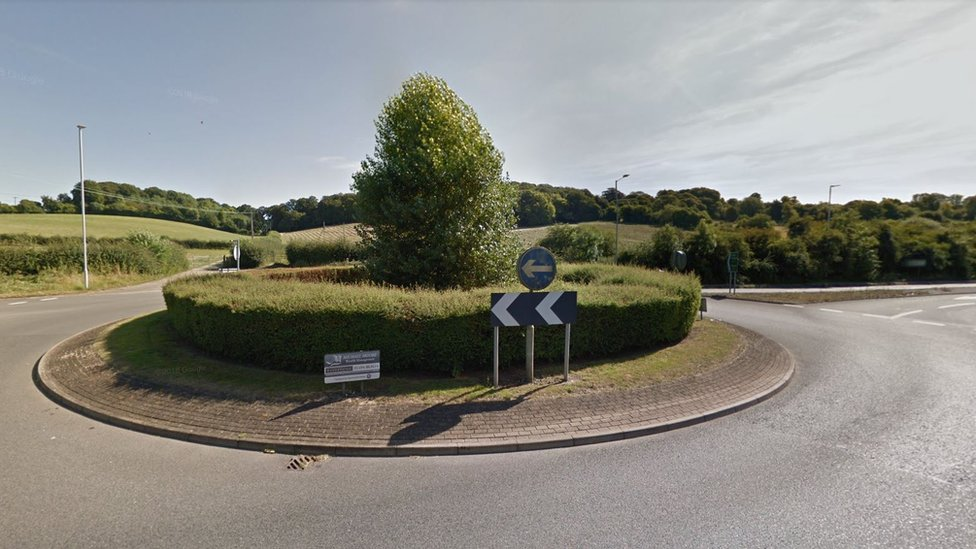 Roundabout by Link Road and the A413